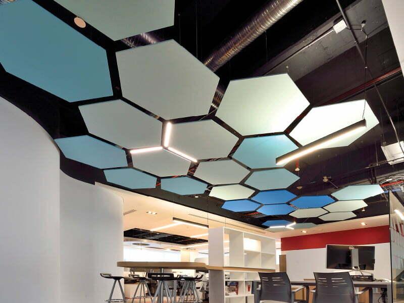 plafond suspendu avec panneau acoustique construction projex. Black Bedroom Furniture Sets. Home Design Ideas